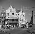 Club De Gezelligheid in het Penha-gebouw op de hoek van de Heerenstraat in Wille, Bestanddeelnr 252-7157.jpg