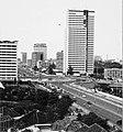 Collectie NMvWereldculturen, TM-20000879, Negatief, 'Gezicht op de Jalan Thamrin in noordelijke richting vanaf Hotel Kartika Plaza', fotograaf Boy Lawson, 1971.jpg