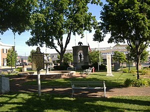 Confederate Monument in Russellville - Image: Confed Monument Russellville mid