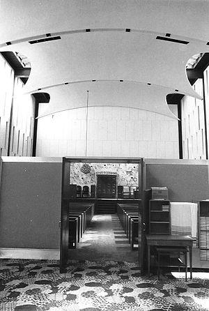 Congregation Kneses Tifereth Israel - Image: Congregation KTI bima (pre 2006)