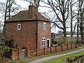 Cottage alongside Hatton Locks - geograph.org.uk - 1199329.jpg