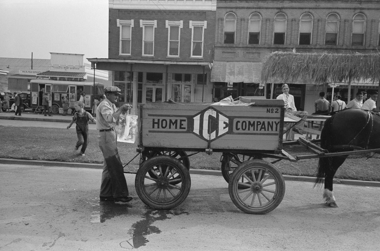 Iceman, l'uomo che consegnava il ghiaccio nelle case degli americani durante i primi decenni del Novecento