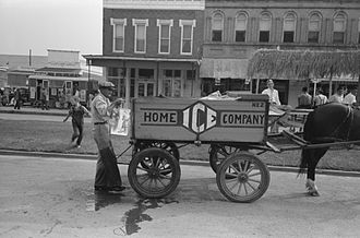 Iceman (occupation) - Iceman and ice-wagon in Crowley, Louisiana, 1938