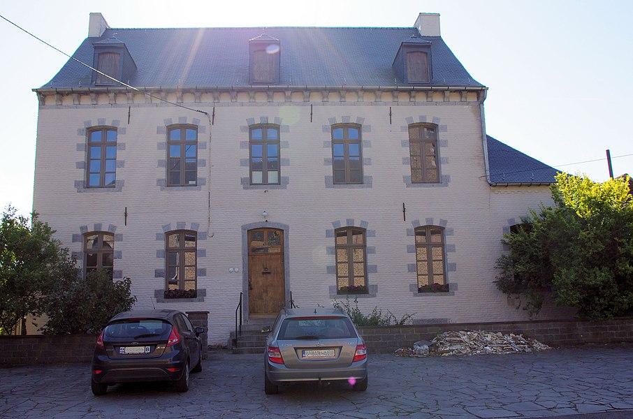 Façades et toitures du bâtiment principal de la cure sise rue Lieutenant Saint Martin, n° 1 Masnuy-Saint-Pierre, ainsi que l'annexe, à l'exception du garage-remise contigu (M) et ensemble formé par la cure et son jardin (S)
