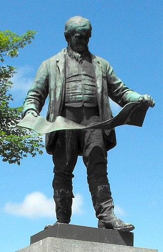 David Davies (industrialist) - Statue of David Davies at Llandinam