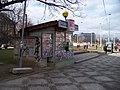 Dejvice, Vítězné náměstí, pozůstatky přístřešku, tabák.jpg