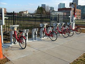 English: A Denver B-Cycle bike sharing station...