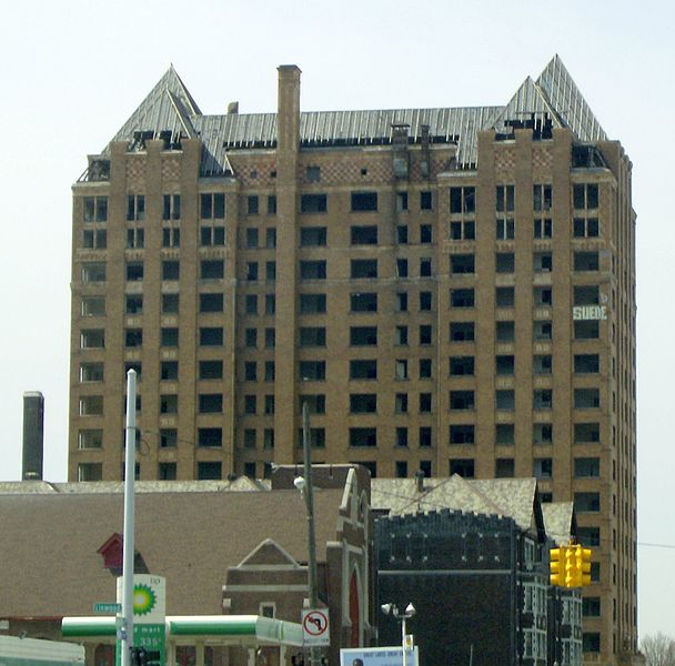File:Detroit Lee Plaza vacant West Grand near Grand River.jpg