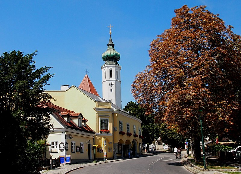 File:Die Grinzinger Kirche - panoramio.jpg