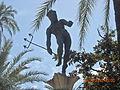 Dios Griego sobre columna patio Reales Alcázares Sevilla.jpg