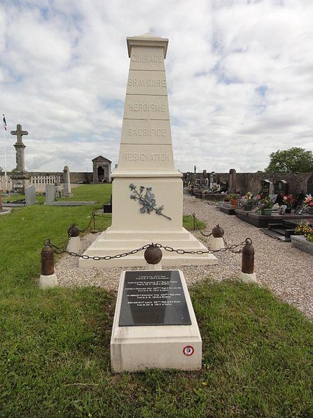 Domjevin (M-et-M) cimetière, fosse commune militaire avec mémorial
