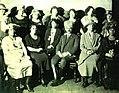 Dr. Fuad ABD gezisinde Amerikalı Türk kadınlarla birlikte, 1923.jpg