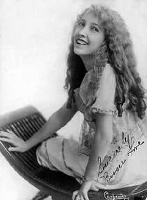 Bessie Love - Bessie Love, one year into her acting career, signed photograph, circa 1916