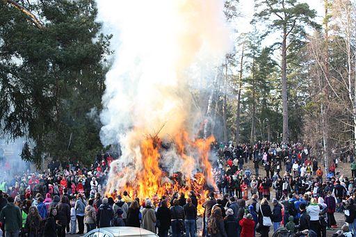 Easter bonfire IM5987 Kokko palaa C