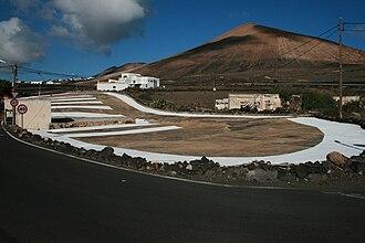 Site-specific art - Image: Eberhard Bosslet Intervention Begleiterscheinung XI Era Lanzarote 2008
