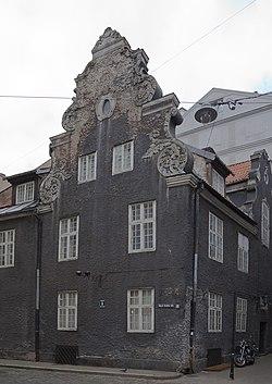 Edificio en Maza Smilsu iela, Riga, Letonia, 2012-08-07, DD 02.JPG