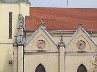Egek Királynéja-templom, oromfal portrék, bal 1 és 2, 2018 Újpest.jpg