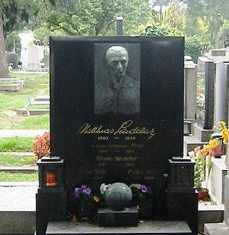 Matthias Sindelar - Sindelar's grave at Vienna's Zentralfriedhof