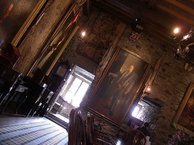 Fichier:Eilean Donan Castle inside.jpg