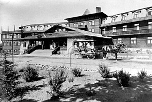 El Tovar Hotel in early 1900s