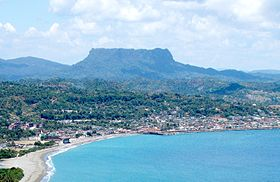 El Yunque and Baracoa, Cuba, from the south, taken May 2013 (cropped).jpg