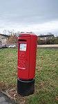 Elizabeth II post box, Sandbeck Way, Wetherby (21st November 2017).jpg