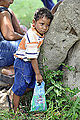 Em Porto da Manga, Corumbá, menino aguarda o momento de ser atendido pelo dentista (8091539766).jpg