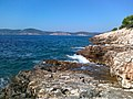 Empty, rocky beach near Palmižana port - panoramio.jpg