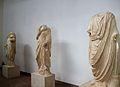 Estàtues togades, Museu Arqueològic d'Olímpia.JPG