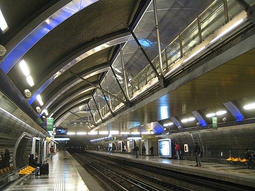 Estación Cristóbal Colón, Metro de Santiago