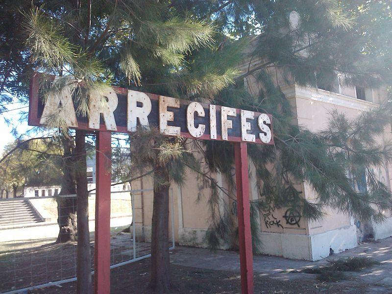 File:Estacion Arrecifes cartel.jpg