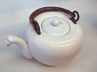 Etiolles hard paste tea jar 1770.jpg