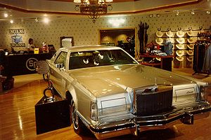Jock Ewing - Jock Ewing's Lincoln Mark V in a Southfork gift shop