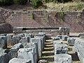 Exedre du temple en calcaire.JPG