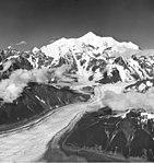 Fairweather Glacier, mountain glacier with lateral moraines, August 25, 1960 (GLACIERS 5426).jpg