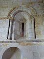 Fenètre intérieure de l'abside - église Saint-Martin de Pouillon.jpg