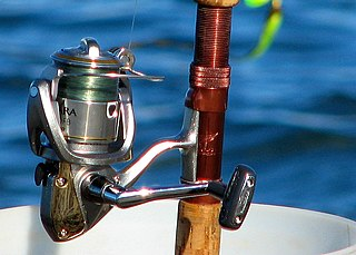 Fishing reel device attached to a fishing rod used in winding and unwinding fishing line