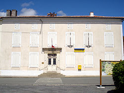 Fontaine-Chalendray Mairie.jpg