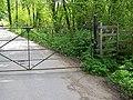 Footpath, Rowberry Farm - geograph.org.uk - 1287954.jpg