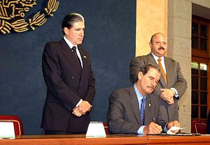 Julio Frenk - Secretary Frenk with President Vicente Fox and Reyes Tamez, Secretary of Education, in Los Pinos during the initialing ceremony of the National Institute of Genomic Medicine.