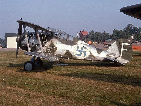 En svensk J8 Gloster Gladiator med finska beteckningar