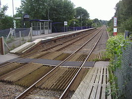 Gomshall railway station platform 2 in 2008.jpg