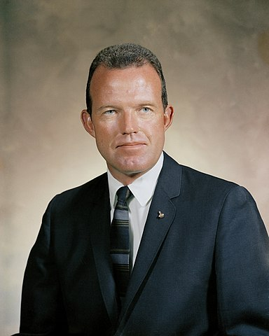 Astronaut Gordon Cooper, NASA photo Source: Wikipedia (www.jsc.nasa.gov unavailable March 2019) 384px-Gordon_Cooper_2.jpg