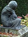 Grabskulptur auf dem Friedhof am Hörnli. Von Édouard-Marcel Sandoz (1881–1971)̠5.jpg