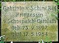 Grabstein Gabriele von Schoenaich-Carolath (1897-1964) 01.jpg