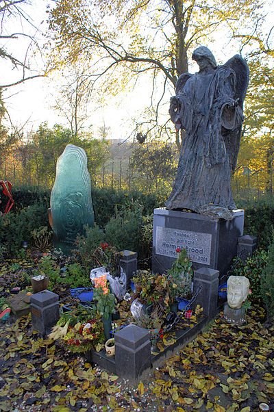 Brood's grave at Zorgvlied Graf Herman Brood.jpg