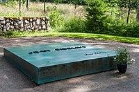 Grave of Jean and Aino Sibelius 2015 03.jpg