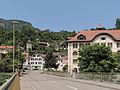Grellingen, straatzicht vanaf brug over de Birs met KGS12131 plaatsen foto6 2013-07-20 13.13.jpg