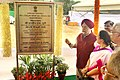 Hardeep Singh Puri unveiling the plaque to lay the foundation stone of the construction of 120 Nos. General Pool Residential Type-VII flats, at Pocket-1, DDU Marg, New Delhi.JPG