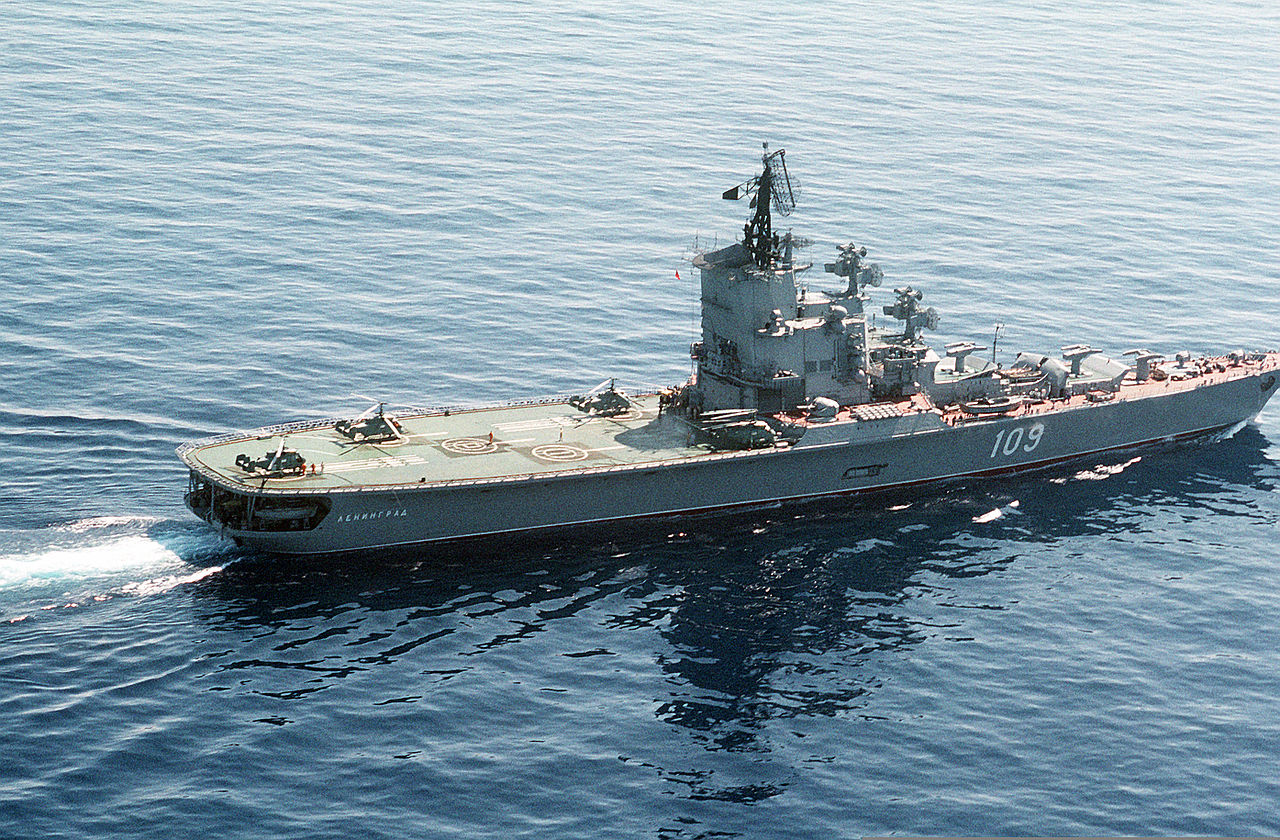File helicopter carrier leningrad in for Porte helicoptere